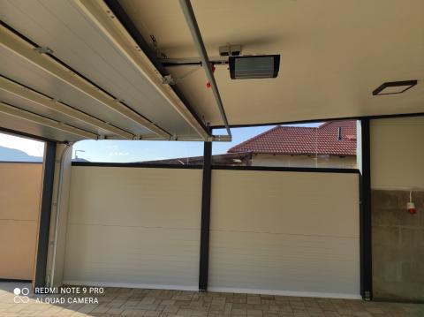 Félig zárt garázs dupla kapuval 03