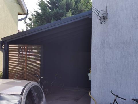 Ragasztott fa szerkezetű korcolt lemez fedésű zárt garázs 06