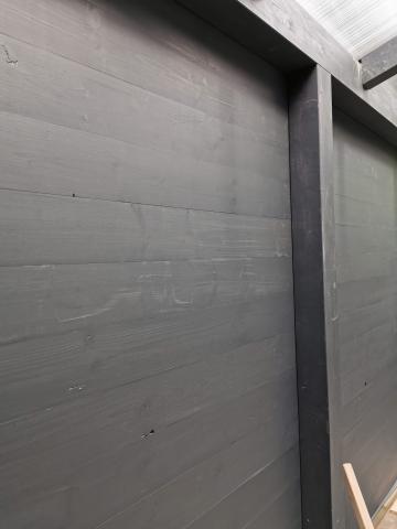 Ragasztott fa szerkezetű korcolt lemez fedésű zárt garázs 09
