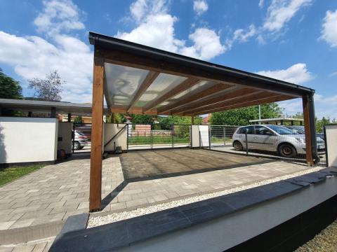 Ragasztott fa szerkezetű, polikabonát fedesű kocsibeállló 01