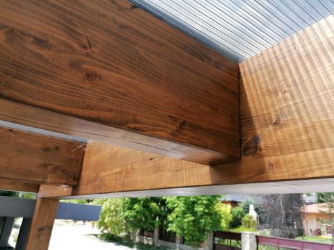 Ragasztott fa szerkezetű, polikabonát fedesű kocsibeállló 07